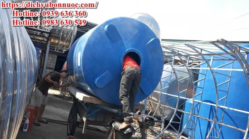 Vận chuyển bồn nước nhựa 4000 lít đứng cũ